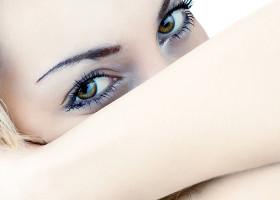 Первые морщинки вокруг глаз, что предпочесть ботокс или гиалуроновую кислоту (мнение эксперта)