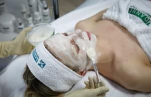 img0368 300x194 Увлажняющие уходы для молодой кожи
